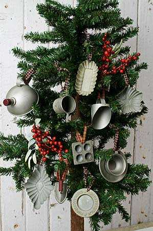 Antique Gray Fluted Oval Tin Tart Pan Ornament Christmas