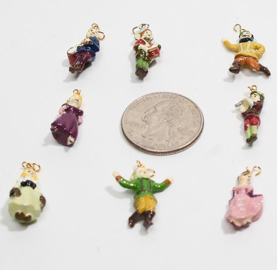 Set of 24 mini tree christmas villagers ornaments for Small christmas tree ornaments to make