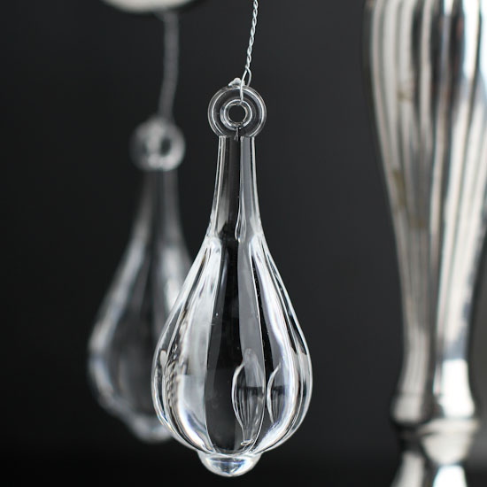 Acrylic chandelier crystal charms confetti table for Plastic chandeliers for parties