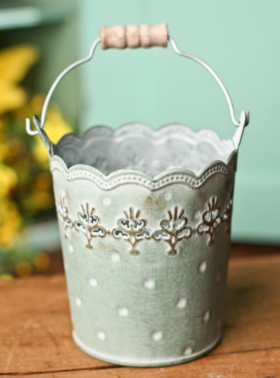 How To Craft A Bucket