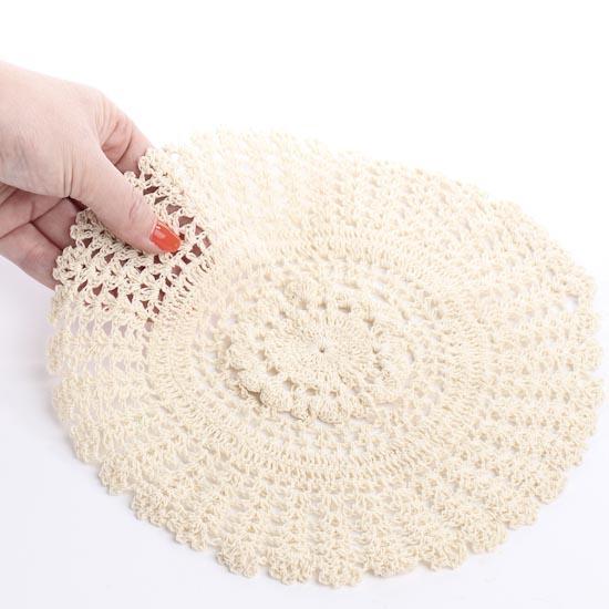 ecru_round_crocheted_doilies_3.jpg