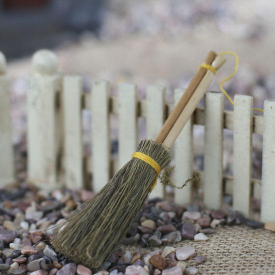 Miniature natural straw broom what 39 s new dollhouse for Straw brooms for crafts