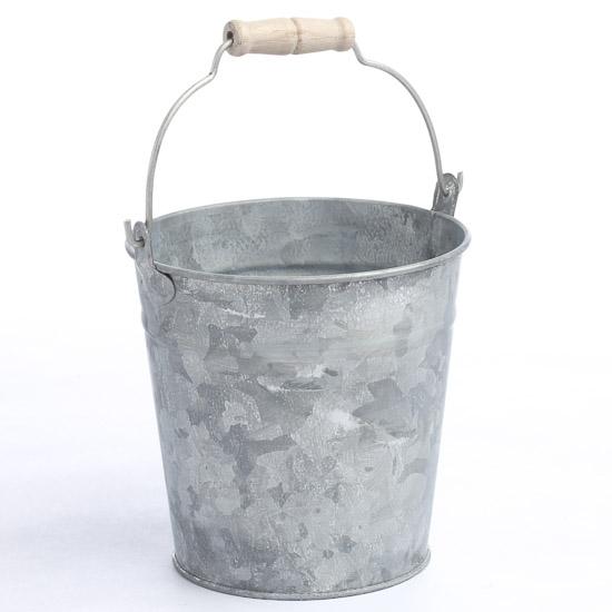 Galvanized pail rusty tin primitives primitive decor for Galvanized well bucket