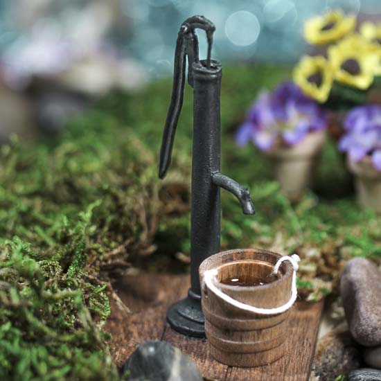 Gnome Garden: Miniature Water Pump With Bucket