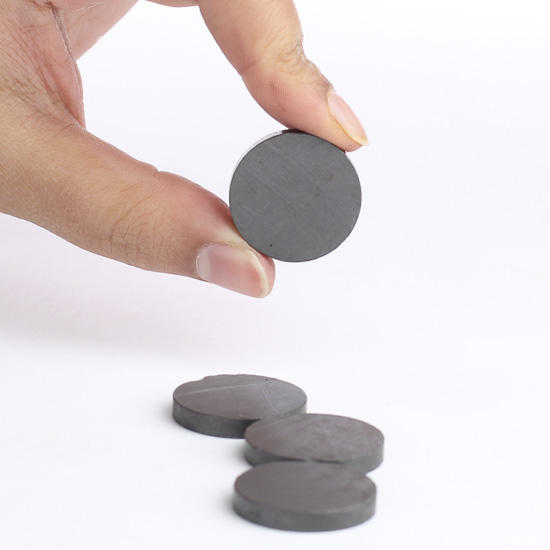 Round craft magnets pins magnets basic craft for Small round magnets crafts