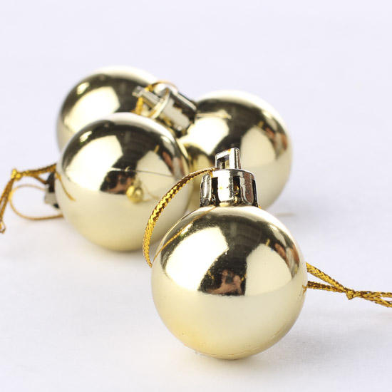 Small gold classic ball ornaments christmas and winter for Small gold christmas ornaments