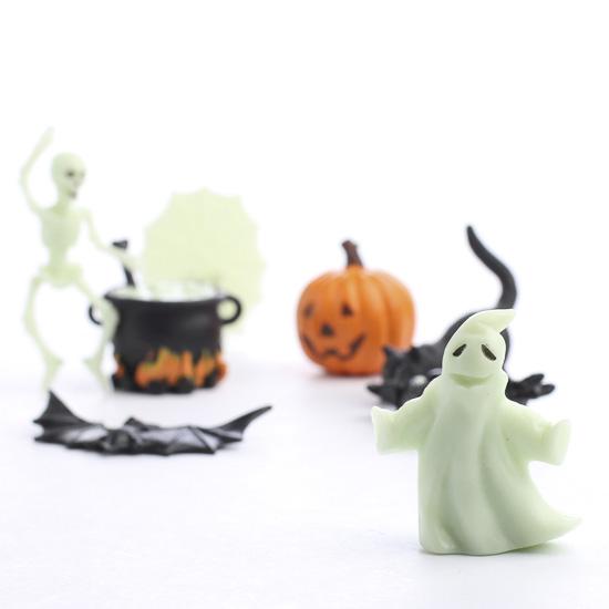 Spooky Halloween Wedding: Miniature Glow-In-The-Dark Halloween Figurines