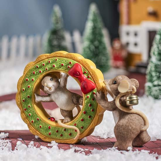 Charming Tails Festive Christmas Mice Figurine - Table ...