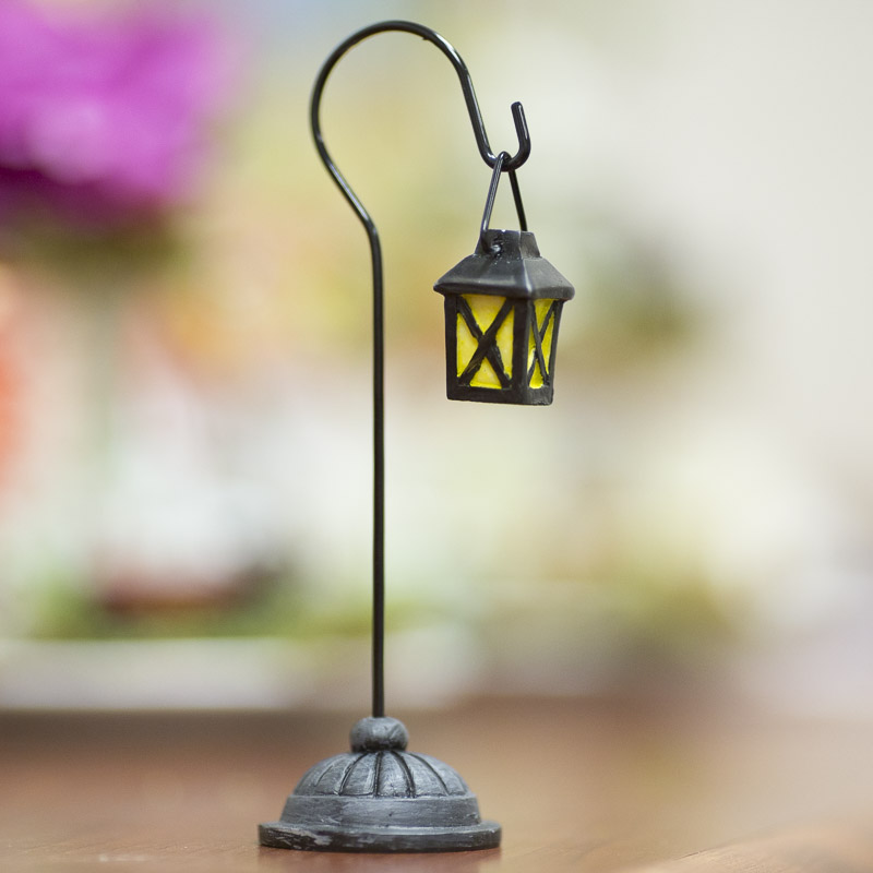 Miniature Lantern Light Post Christmas Miniatures