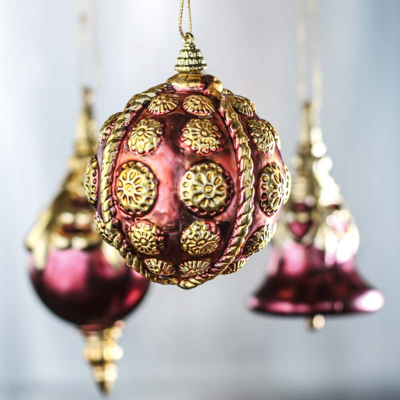 Vintage-Inspired Burgundy and Gold Christmas Ornaments ...