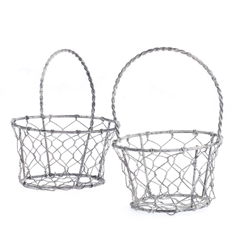 small country chicken wire basket what 39 s new home. Black Bedroom Furniture Sets. Home Design Ideas