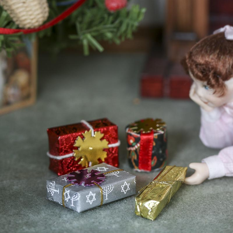 Gnome Garden: Dollhouse Miniature Hanukkah Presents