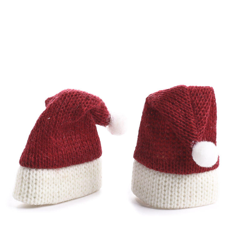 Miniature knitted santa hats christmas miniatures for Tiny cowboy hats for crafts