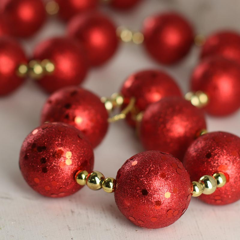 Gold And Red Christmas Tree Theme