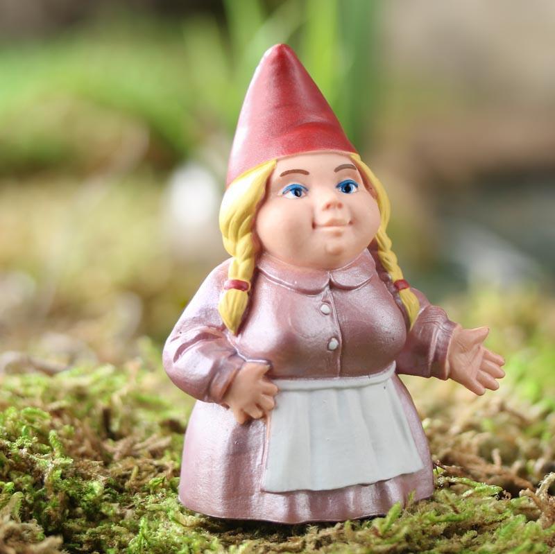 Gnome In Garden: Miniature Lady Garden Gnome