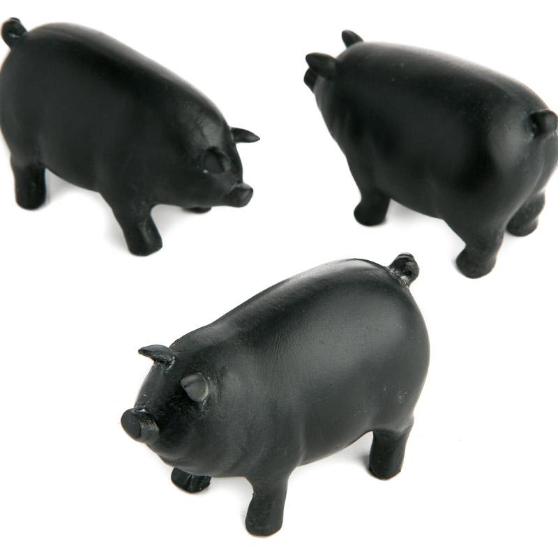black resin chalkboard pigs - table decor
