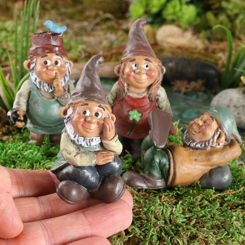 Miniature garden gnome set table and shelf sitters for Gnome 3 decoration fenetre