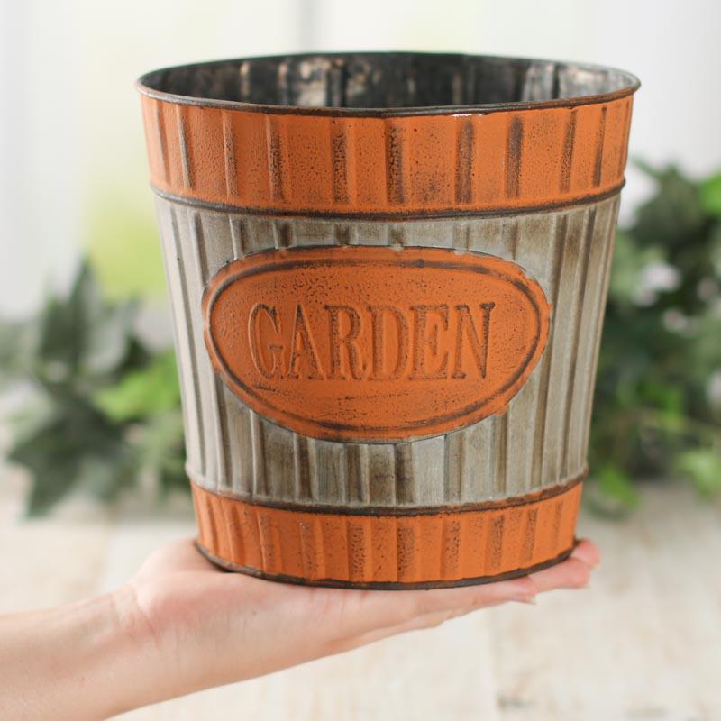 Galvanized metal garden bucket planter baskets for Metal bucket planter