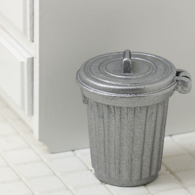 Miniature Dollhouse Garbage Can With Trash 1:12 Scale New