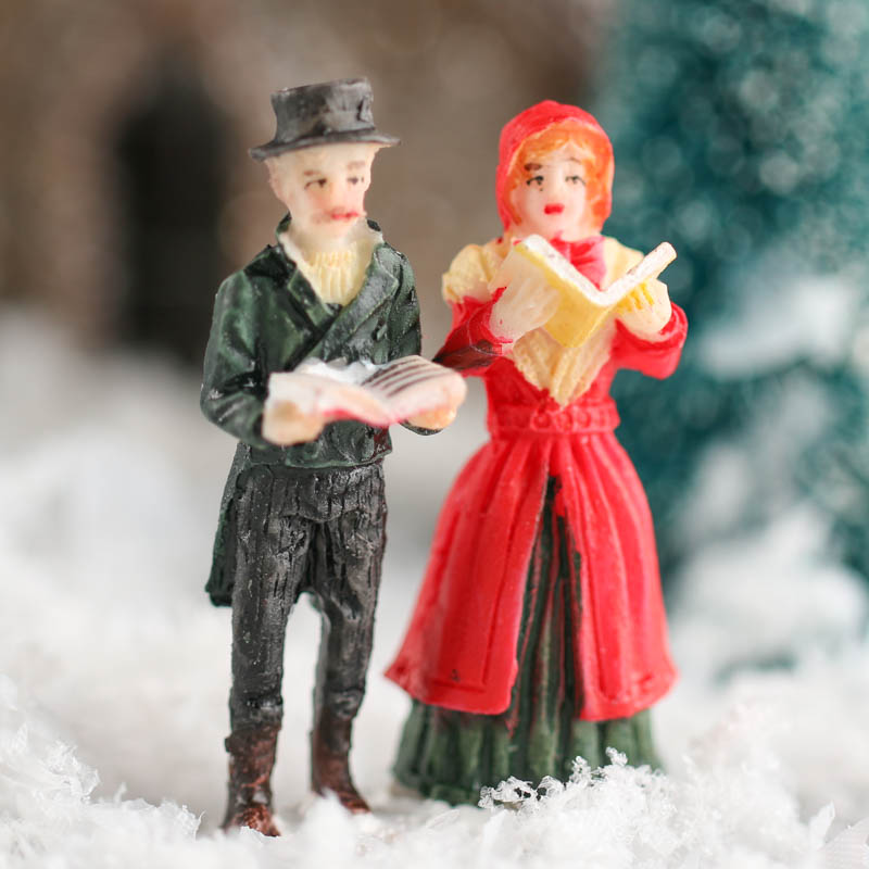 Victorian Christmas Carolers Figurines: Miniature Christmas Carolers Figurine