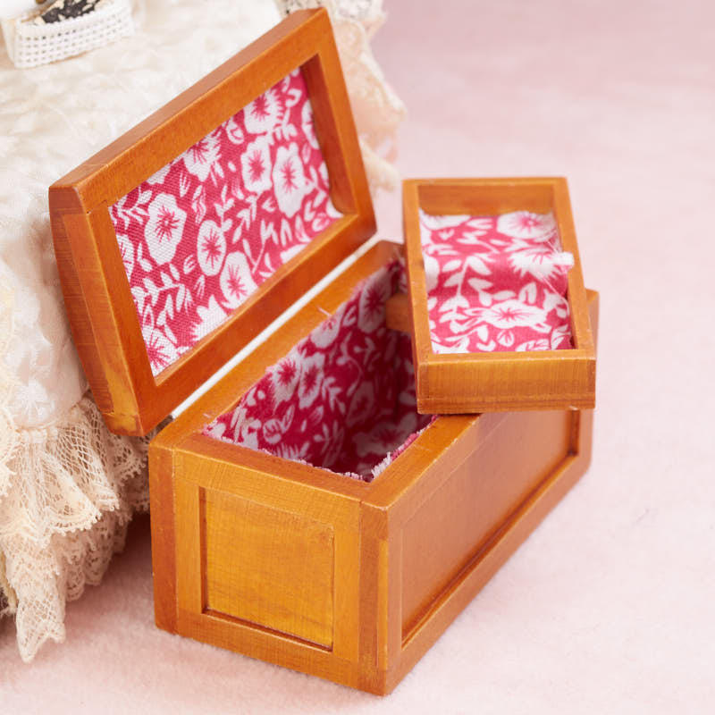Chest with Tray ~ M0341 Dollhouse Miniature Steamer Trunk