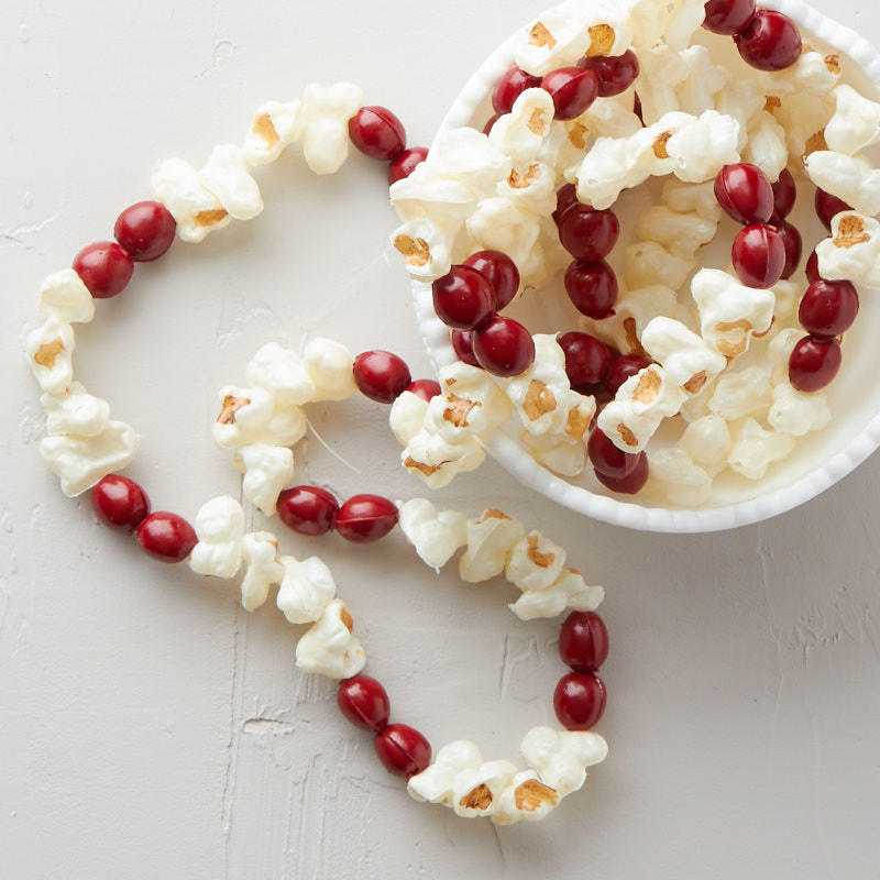 Artificial popcorn and cranberry garland table decor for Artificial cranberries for decoration
