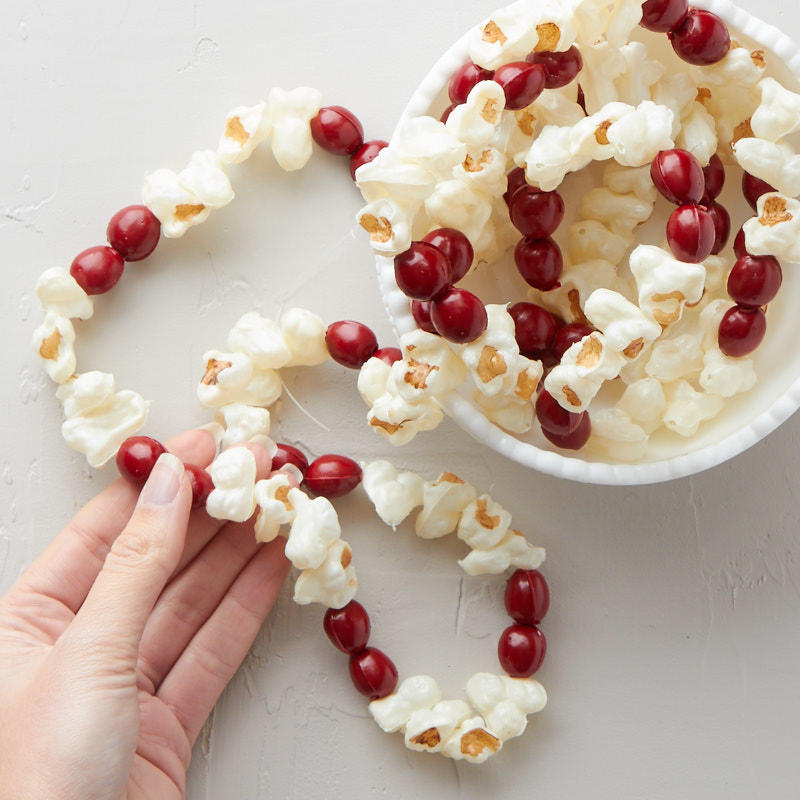 Artificial popcorn and cranberry garland christmas for Artificial cranberries decoration