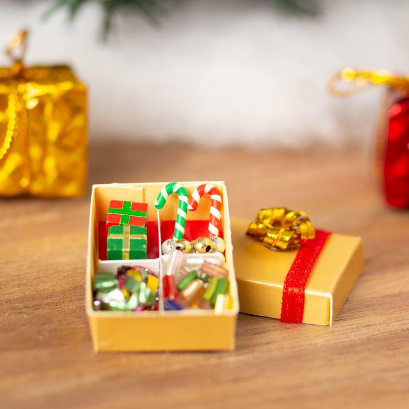 Christmas Dollhouse Decorations.Dollhouse Miniature Christmas Decorations In Box